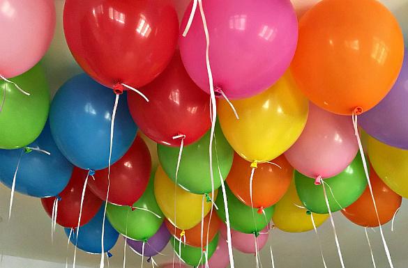 Как украсить комнату шарами без гелия своими руками
